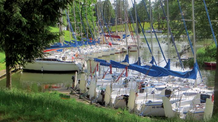 Czarter jachtów na Mazurach: jak wybrać, co sprawdzić